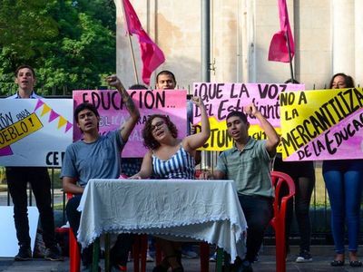 Universitarios lanzan campaña para visibilizar situación de la educación