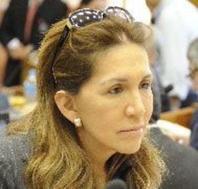 """Zulma Gómez afirma que Cartes nunca le """"bajó la línea"""""""