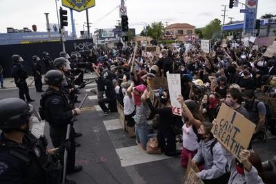 Los Ángeles vive sin incidentes su primera noche libre del toque de queda