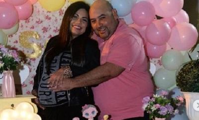 Vivi Insfrán celebra baby shower en cuarentena
