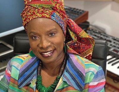 La pandemia y las protestas son un llamado de atención, dice Angelique Kidjo