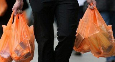 Exigirán reemplazo de bolsas plásticas en comercios