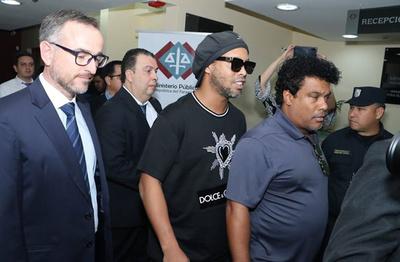 Califican de maniobra dilatoria demanda contra fiscales del caso Ronaldinho