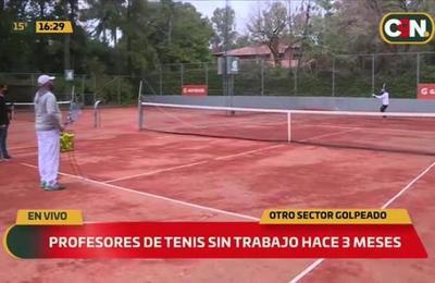 Profesores de tenis están sin trabajo hace 3 meses