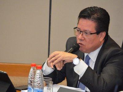 Imponen medidas a excontralor Enrique García