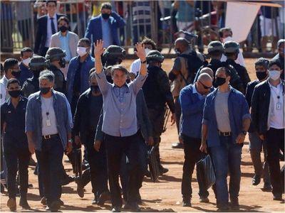 Ante ola de muertes, Bolsonaro pide acción contra antifascistas