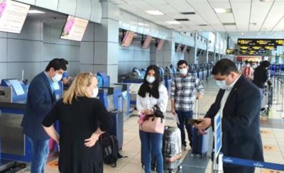 HOY / Otro centenar de paraguayos llega esta noche desde México y Panamá