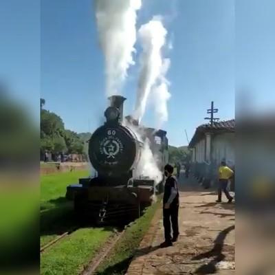 """Volvieron a encender motores de """"El Inglés"""", el tren de 156 años de existencia"""