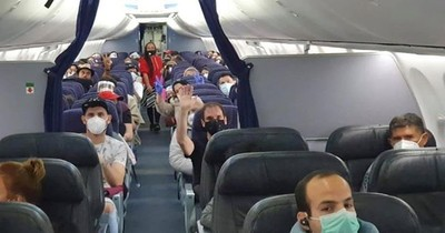 Más de 100 compatriotas llegan esta noche en vuelo humanitario