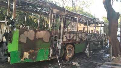 Se incendió un ómnibus del transporte público en Asunción