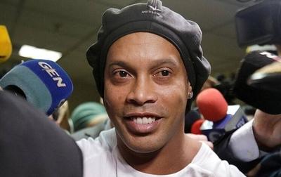 HOY / Sol de América coquetea con la idea de fichar a Ronaldinho