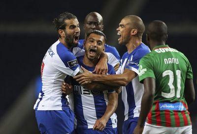 Corona lleva al Porto al liderato