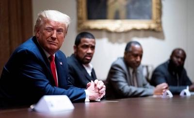 HOY / Trump anuncia que volverá a hacer mítines pese al coronavirus