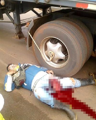 Mototaxista muere tras caer bajo las ruedas de un camión de gran porte