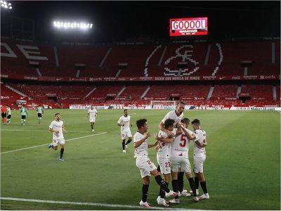Sevilla se lleva el derbi de la ciudad en reanudación de la Liga Española