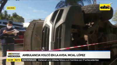 Ambulancia volcó en la Avda. Mcal. López