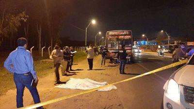 Motociclista fallecen en Luque al impactar contra un bus