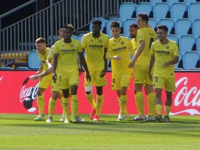 Villarreal gana y se mantiene en la lucha europea
