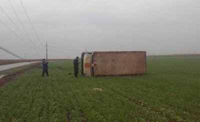 Cuatro heridos tras vuelco de camión transportador de caudales