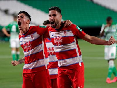 Betis y Granada firman un empate para el infarto