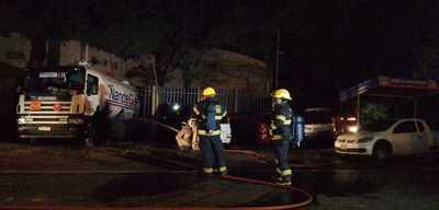 Menor de edad fallece tras explosión de camión cisterna en Villa Elisa