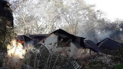 Incendio causa derrumbe de un depósito en Areguá • Luque Noticias