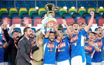 Napoli les dejó sin nada a CR7 y a la Juventus