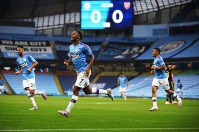 Los errores de David Luiz allanan el triunfo del Manchester City