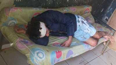Atacó a sus padres y hermano y está detenido con un machetazo en la cabeza