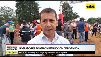Pobladores exigen construcción de rotonda