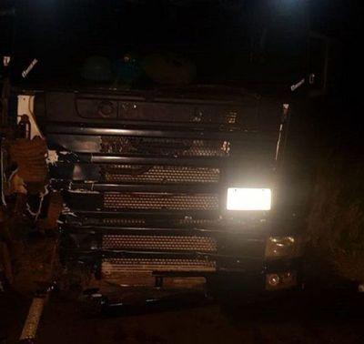 Choque de motocicleta con camión deja dos muertos en Piray