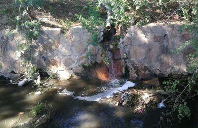 Según Mades, más firmas vierten sus efluentes al arroyo Cañada del Carmen
