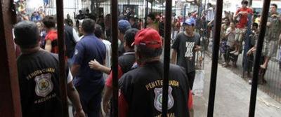 Ministra de Justicia afirma que pedido recategorización de guardiacárceles está en Congreso
