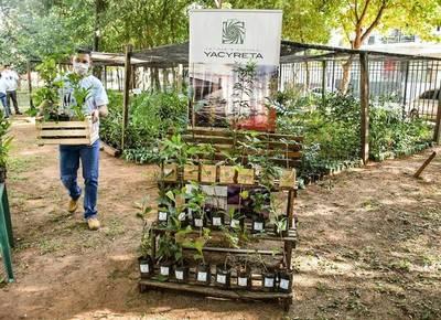 EBY entrega plantines por el Día del Árbol