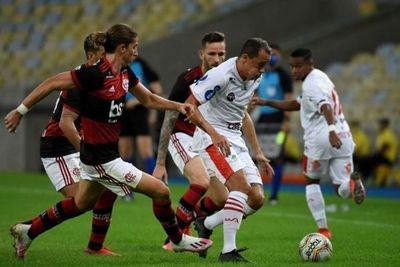 El fútbol volvió en Brasil con triunfo del Flamengo ante Bangu