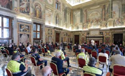 HOY / Papa Francisco elogia labor de los médicos y enfermeros italianos