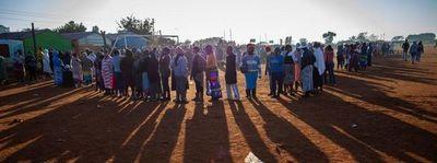 África relaja las medidas contra la COVID-19 mientras los casos se aceleran