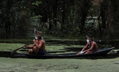 HOY / Los indígenas se adentran en la selva amazónica ante el temor de COVID-19