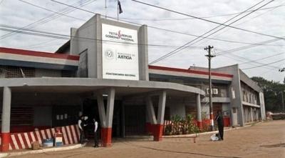 HOY / Dos reclusos fueron imputados por crimen de padre e hijo en Tacumbú