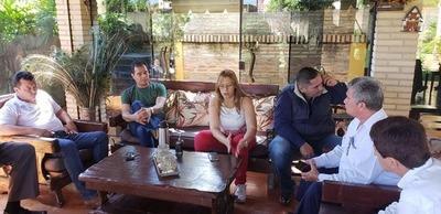 Perla usa estructura municipal para campaña de su comadre Lilian