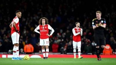 HOY / Un jugador del Arsenal dio positivo antes de jugar contra el City