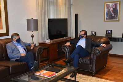 El nuevo embajador embajador argentino se reúne con el director de la EBY