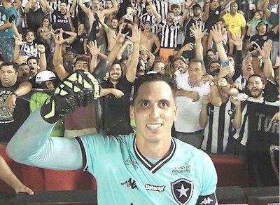 Junior Fernández, seguridad en el arco