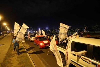Ciudadanos indignados realizan nueva caravana contra la corrupción