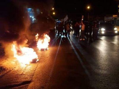 Incidentes entre manifestantes y supuestos adherentes de Lanzoni en Ñemby