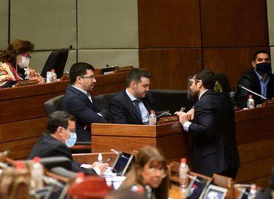 Analizan veto que autoriza a  juez otorgar nacionalización