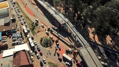 Corredor Vial Botánico: Izan las dos últimas vigas del viaducto de 460 metros