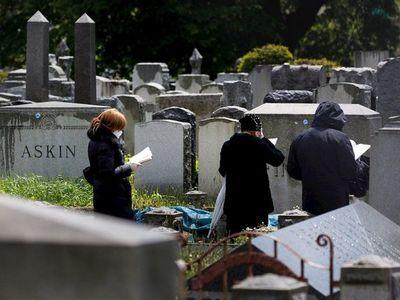Covid-19: EEUU supera los 121.900 muertos y 2,37 millones de casos
