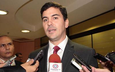 Santiago Peña desmiente candidatura con Roque Santa Cruz, pero no la descarta en un futuro