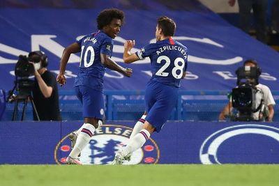 Chelsea adelanta la coronación del Liverpool